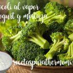 Brócoli al vapor con salsa de yogur y mostaza a la antigua