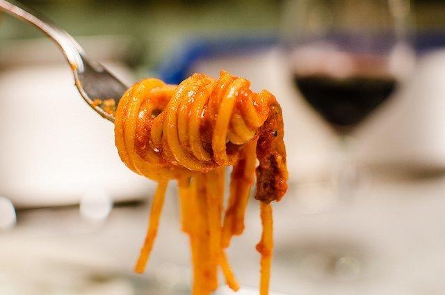 Salsa amatriciana y espagueti a la amatriciana con thermomix