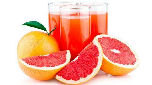 Zumo devoragrasas de naranja y pomelo con thermomix
