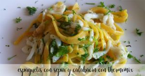 Espaguetis con sepia y calabacín con thermomix